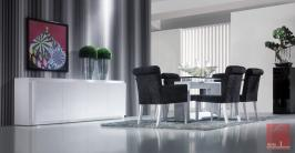 Sala de Jantar Moderna lacada em branco com mesa de tampo em vidro