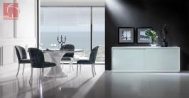sala de jantar lacada em branco com mesa redonda