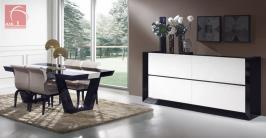 Sala de jantar lacada em alto brilho preto e branco
