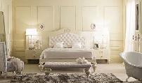 cama cómoda espelho camiseiro mesa cabeceira tapete